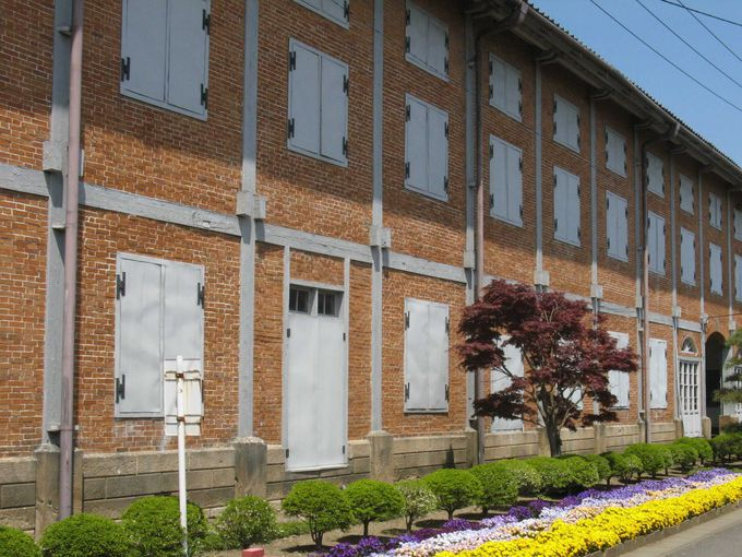 内部を公開している東繭倉庫