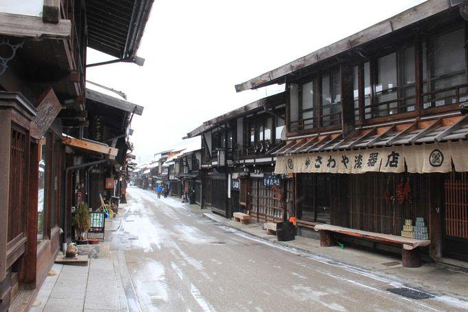 木曽は漆器の生産地 漆器店も点在しています。