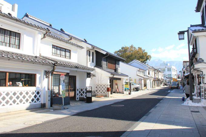 蔵造りの建物が並ぶ中町通り