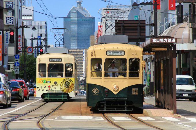 まずはのんびり路面電車に揺られて、街の車窓観光から