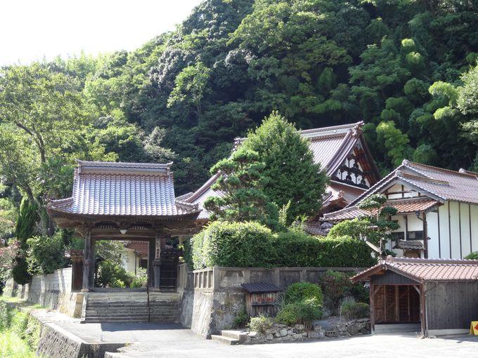 観世音寺や西性寺、勝源寺など美しい寺院に魅入る