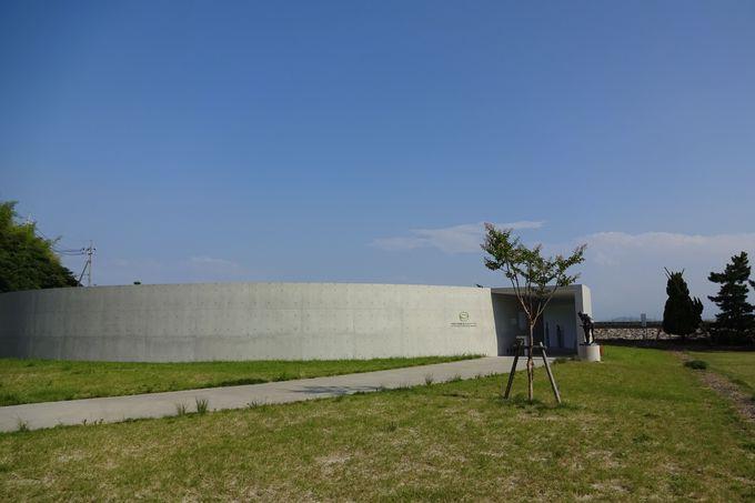 空を見上げるミュージアム・・・空の下で風に抱かれる彫刻!〜
