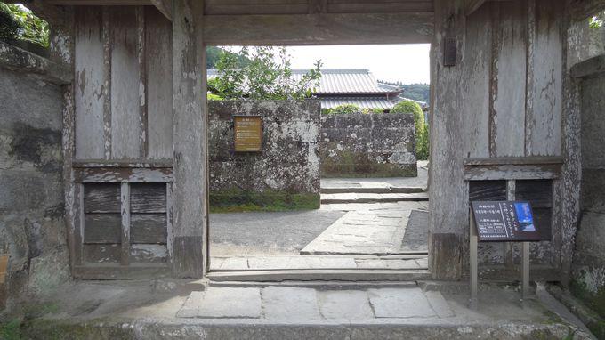 中国・琉球文化の影響色濃く・・石敢当や屏風岩が見られる武家屋敷