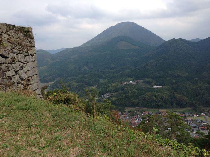 山城として中世に築城された津和野城跡へ