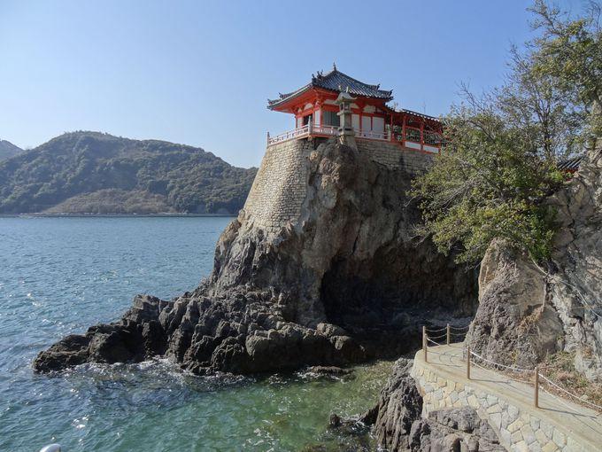 瀬戸内海の絶景が望める岩壁上の古刹「阿伏兎観音」
