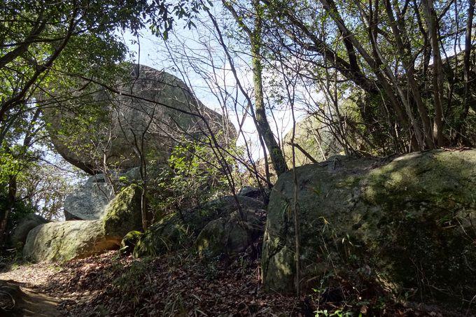 浄土寺山の山頂は巨石が沢山・・