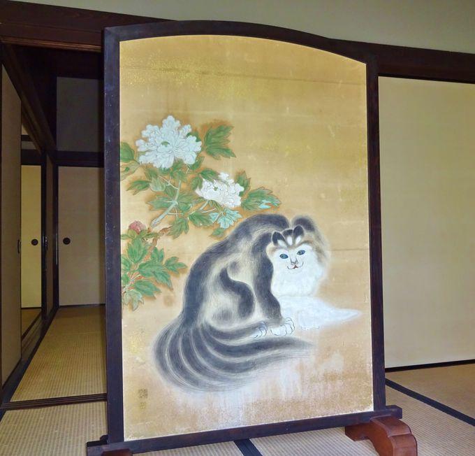 なんとも不思議な猫の屏風絵