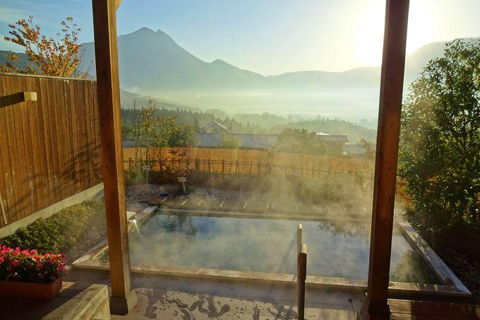 温泉から由布岳の朝霧を眺める・・「あ〜極楽・・」