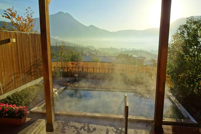 由布岳と朝霧で極楽癒し旅!「朝霧のみえる宿 ゆふいん花由」
