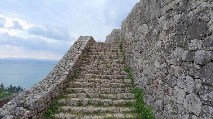 防衛機能を備えた階段〜戦術的な城としての一面もチェック