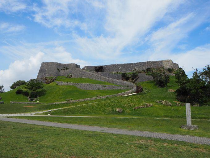 美しいカーブを描く城壁が見事!まるでヨーロッパの城のよう