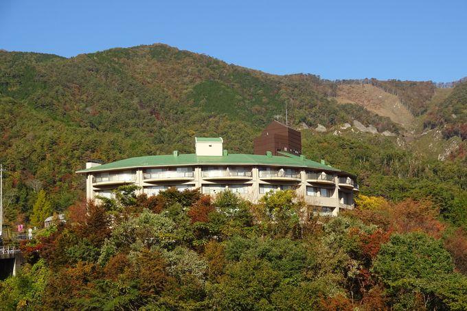 龍姫湖の湖畔に佇む「温井スプリングス」