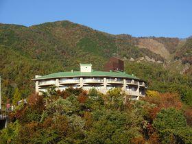 湖畔に佇む温泉宿「温井スプリングス」で広島県北部の自然満喫