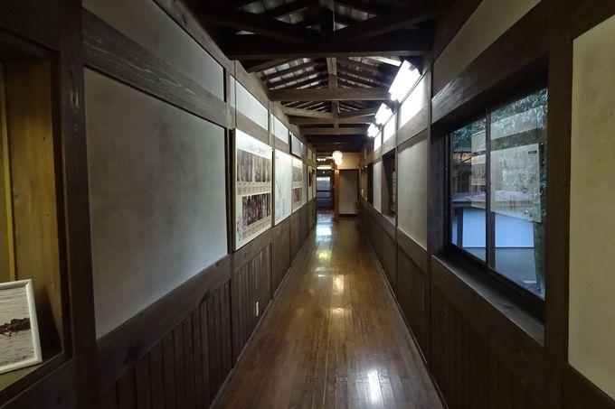 老舗旅館の風格漂う〜長い廊下に歴史を感じて
