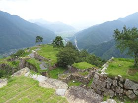 兵庫「竹田城跡」は雲海だけじゃない!城下町から石垣まで魅力満載の城|兵庫県|トラベルjp<たびねす>