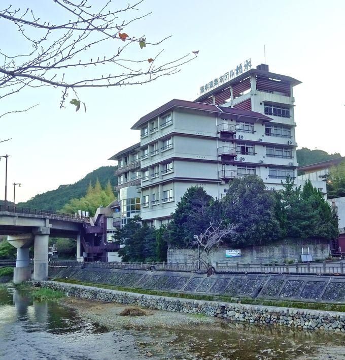 湯本大橋に隣接する宝珠湯の宿「枕水」