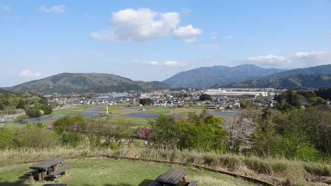 笹尾山から「徳川家康最後の陣跡」「松平忠吉・井伊直政陣跡」へ