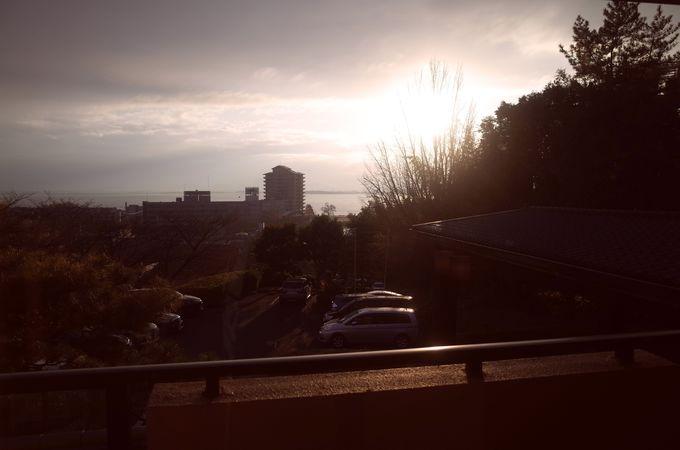 高台に立つ旅館だからこその、絶景ビュー!どのお部屋からも琵琶湖が一望できます。