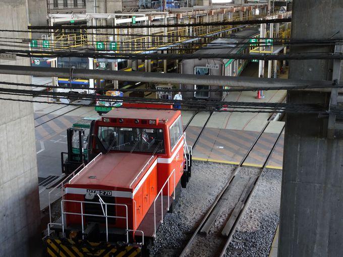 必見スポット1:新幹線の高架下で行われている作業風景