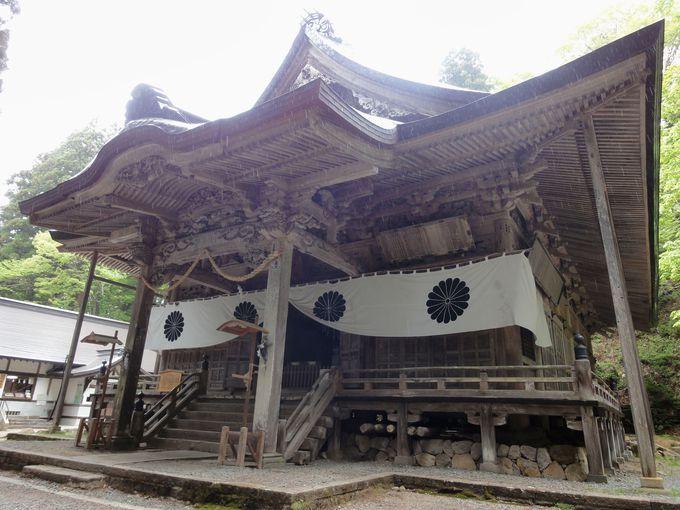 「宝光社」社殿は神仏習合時代のおもかげを残す荘厳さ