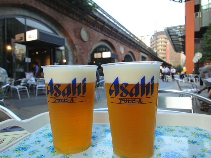 高架橋の赤レンガアーチを眺めながらビール!