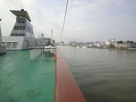 佐渡汽船カーフェリーに乗って新潟から両津港へ2時間半の船旅!