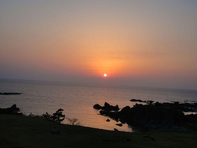 日本海に沈む夕陽を眺める…