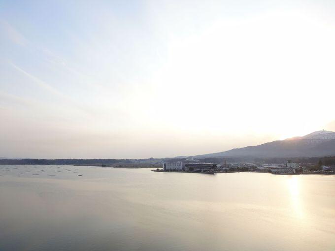 窓を開けば…自然の眺めが美しい「加茂湖」