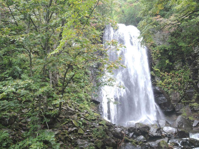 五色沼だけじゃない!裏磐梯「小野川不動滝」散策のポイント