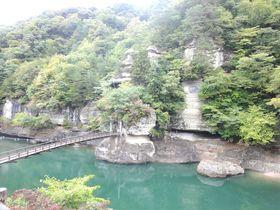 意外なパワースポット!福島「塔のへつり」吊橋を渡って開運祈願|福島県|トラベルjp<たびねす>