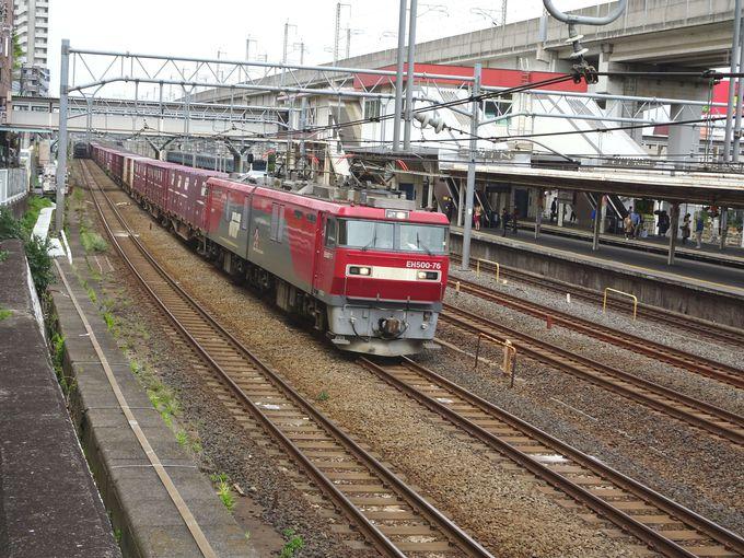 やっぱり、東北本線の貨物線に走る「貨物列車」もね!
