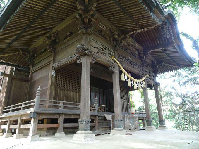古墳の頂点にあるのが「前玉神社」…縁結び、夫婦和合のご利益に篤い