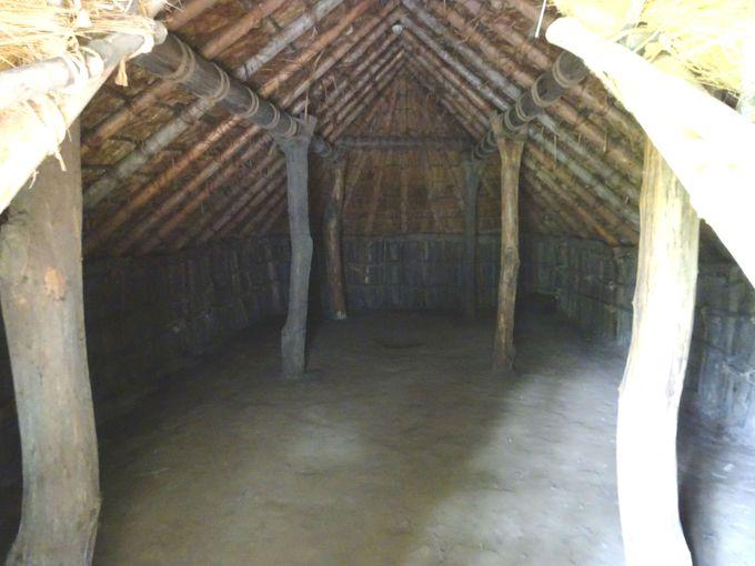 竪穴式住居の内部、骨組みを見学できる!