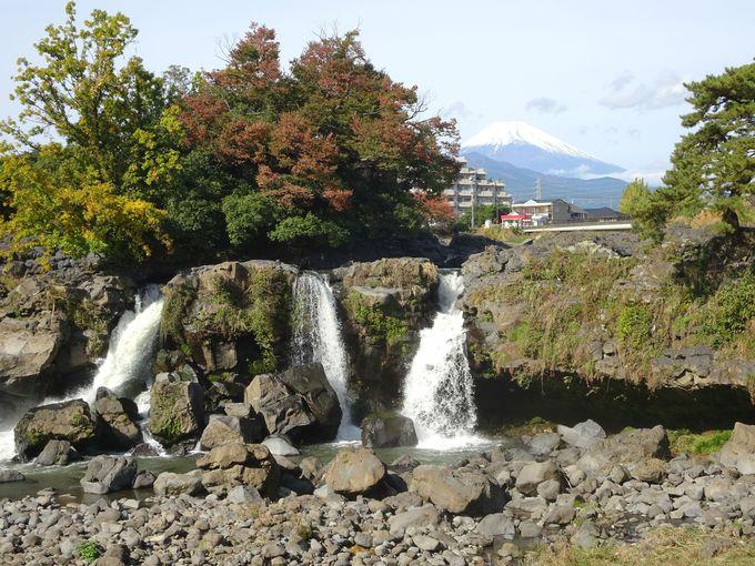 富士山とコラボする注目の滝!静岡・長泉町「鮎壺の滝」