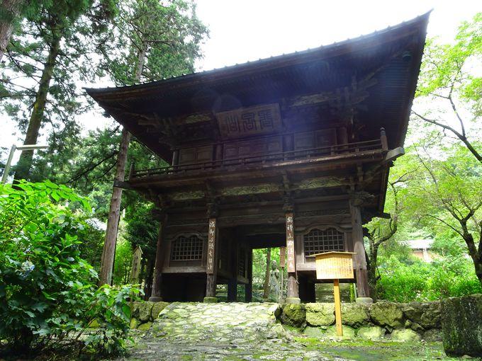 見どころ1:1842年再建!「龍穏寺の山門」