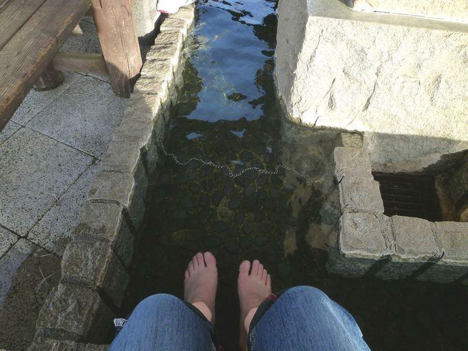 健康遊歩道を歩き終えたら、足湯につかろう