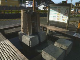 伊豆長岡で無料の足湯を満喫「湯らっくす公園」 足つぼ刺激の健康遊歩道も!