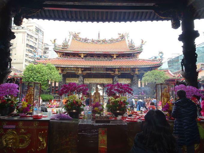 4.台北随一のパワースポットとして名高い!「龍山寺」
