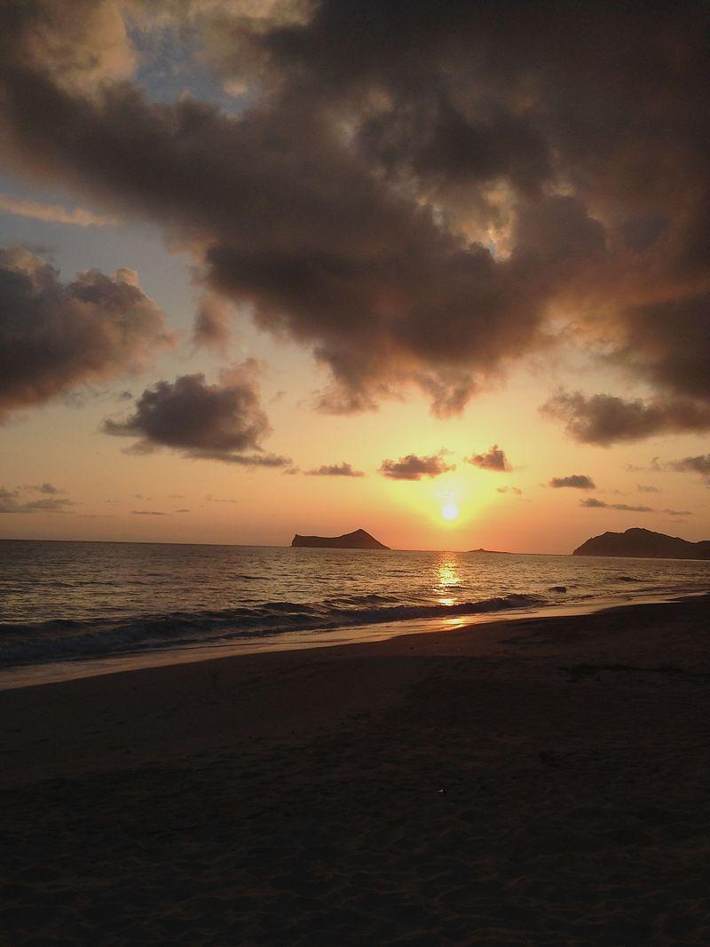 お正月はハワイ!隠れ家ビーチで迎える感動初日の出