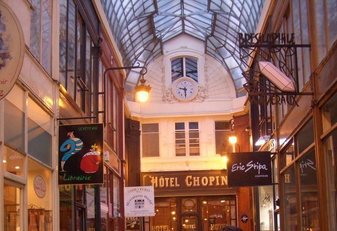 パリ・オペラ座界隈、パサージュ・ジュフロワの『ホテル・ショパン(Hotel Chopin)』