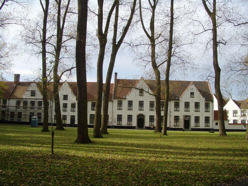 ベルギー・ブルージュで世界遺産『べギン会修道院』と名物料理を!