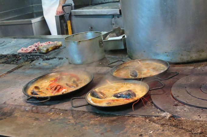 『ロス・カラコレス』の厨房