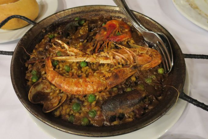 魚介出汁の旨味が絶品のシーフードパエリア