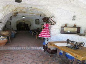 グラナダ・ロマ族の真実に迫る!「サクロモンテ洞窟博物館」とフラメンコ