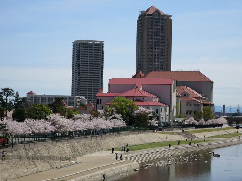 花の宝塚歌劇!お花見と「ホテル若水」露天バラ風呂で一日楽しもう