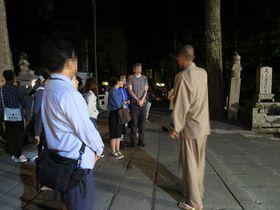 神秘の闇を歩く!恵光院「高野山奥之院ナイトツアー」で夜参り|和歌山県|トラベルjp<たびねす>