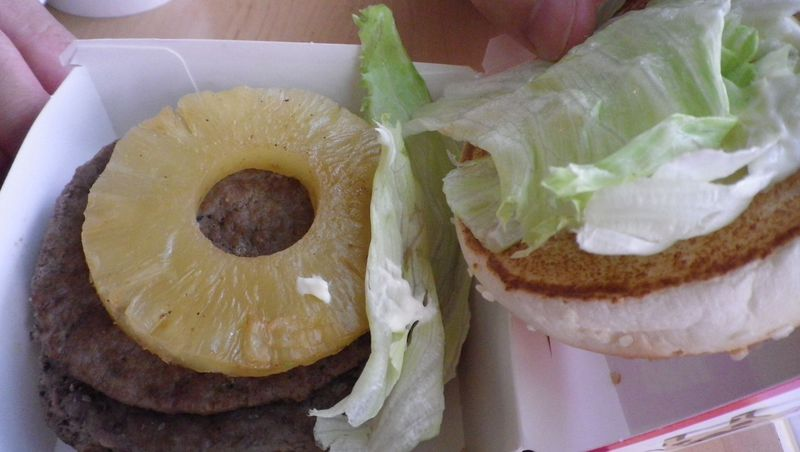 台湾のマクドナルドにはパイナップルバーガーがある?!