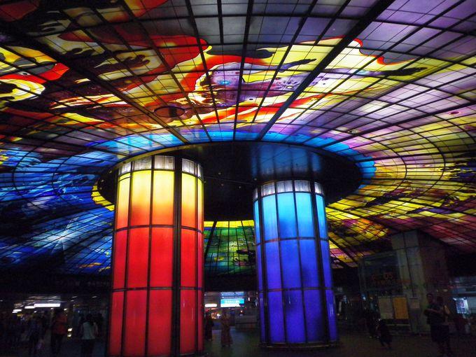 世界最大のステンドグラスアート!光之穹頂(光のドーム)