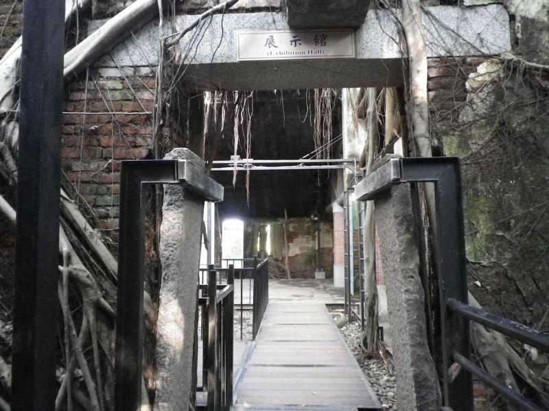 まるでお化け屋敷!台南の不思議な建物「安平樹屋」&絶品