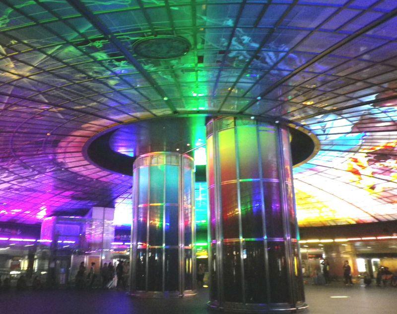 台湾・高雄「美麗島駅」無料で楽しめる!フォトジェニックな光のショーを見に行こう!